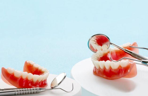 Full Dentures - Dr Sadiq Sharaf Dental Center
